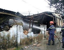 Cháy lớn tại công ty sản xuất đồ nhựa, 3 người bị thương