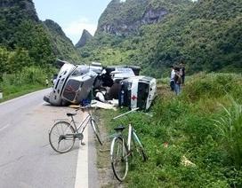 Xe đầu kéo đổ vào xe cứu thương chở sản phụ, 4 người bị thương