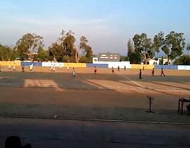 Sợ thắng, hai CLB Indonesia thi nhau đá phản lưới nhà