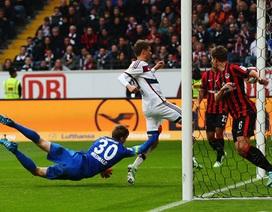 Frankfurt 0-4 Bayern Munich: Gà son Muller rực sáng