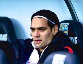 Van Persie chấn thương: Cơ hội cho Falcao