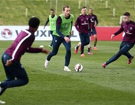 Kane hăng hái luyện tập cùng đồng đội ở tuyển Anh