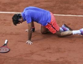 """Federer thua Wawrinka trong """"cuộc nội chiến"""""""
