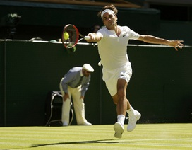 """Federer """"gây sốt"""" với cú đánh bóng qua hai chân"""