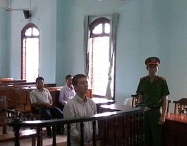 Thủ kho bị tuyên phạt 18 năm tù do trộm đường đi bán