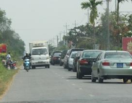 12 xe công đi ăn đám giỗ cha Chủ tịch tỉnh Sóc Trăng