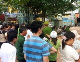 Vụ sập biệt thự cổ ở Hà Nội: Dân xếp hàng chờ vào nhà lấy đồ