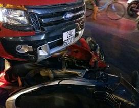Hà Nội: Ô tô tông 2 taxi, 7 xe máy