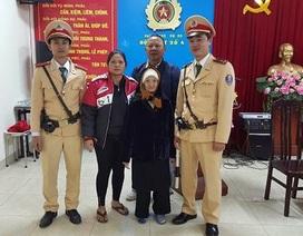 Hà Nội: CSGT tìm người thân cho cụ già lạc đường