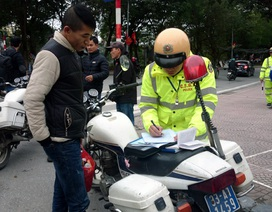 Hà Nội: Hơn 100 người đi bộ bị CSGT xử phạt