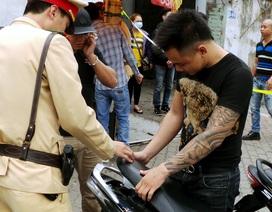 """CSGT Hà Nội """"hỏi thăm"""" các thanh niên xăm trổ ngổ ngáo"""