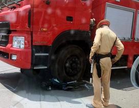 Hà Nội: Cô gái trẻ thoát chết hi hữu dưới gầm xe cứu hỏa
