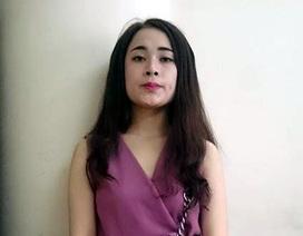 """Hà Nội: Kiều nữ xăm ở đùi bị bắt khi vừa """"bay"""""""