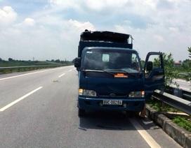 Bị CSGT truy đuổi, tài xế vứt xe giữa đường cao tốc