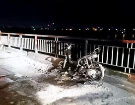 Hà Nội: Say rượu, nửa đêm lên cầu Chương Dương đốt xe