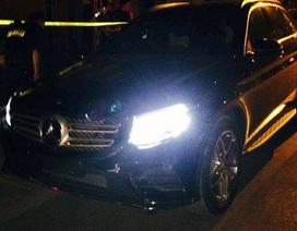 """Hà Nội: Xế hộp Mercedes không biển số """"làm loạn"""" ở bờ hồ"""