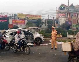 Hà Nội: Tàu hỏa tông ô tô, 5 người tử vong, 2 người nguy kịch