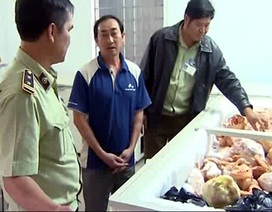 Phát hiện hơn 2 tấn thịt thối chuẩn bị bán cho người dân