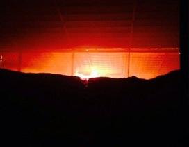 """Sau 1 ngày đêm vẫn chưa dập tắt được """"bà hỏa"""" trong vụ cháy kho mì"""