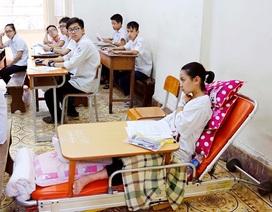 Thí sinh 14 tuổi làm bài thi trên giường bệnh đặc biệt