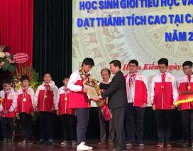 Tuyên dương học sinh đoạt giải trong kỳ thi Toán quốc tế 2016