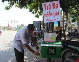 """Chủ tịch quận Hoàng Mai: """"Thu thùng trà miễn phí là hơi thái quá"""""""