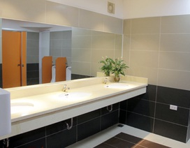 """Nhà vệ sinh công cộng đẹp """"long lanh"""" ở Hà Nội"""