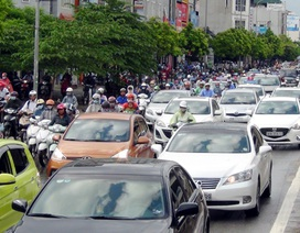 Hà Nội: Ùn tắc nhiều tuyến phố sau mưa lớn
