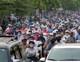 Hà Nội cấm xe máy ngoại tỉnh: Cấm xe máy dân đi bằng gì?