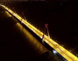 Hà Nội: Chiếu sáng cầu Nhật Tân bằng đèn led đổi màu
