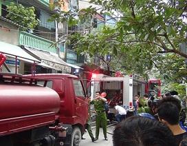 Hà Nội: Cháy kho chứa hóa chất, lan sang một nhà dân