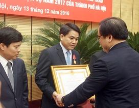 Chủ tịch Hà Nội nhận Huân chương Lao động hạng Nhất