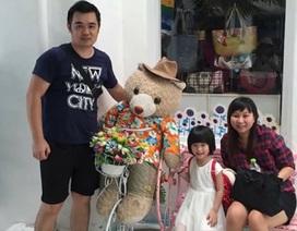Câu hỏi khó của bé trai có cha chết trong vụ đánh bom tại Bangkok