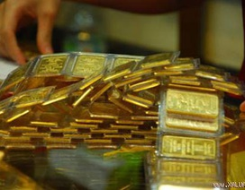 Giá vàng vọt cao theo xu hướng thế giới