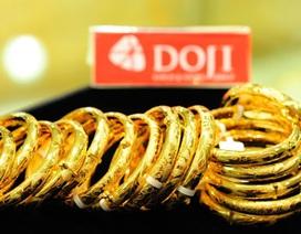 """""""Rơi"""" tự do, vàng SJC vẫn đắt hơn thế giới gần 4 triệu đồng/lượng"""