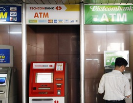 8 ngân hàng thu phí giao dịch ATM