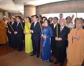 Chủ tịch nước Trương Tấn Sang dâng hương các Vua Hùng