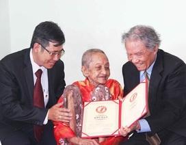 """Cụ bà Việt Nam nhận bằng kỷ lục """"người phụ nữ cao tuổi nhất thế giới"""""""