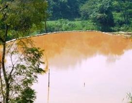 Dòng suối đổi màu vì khai thác quặng