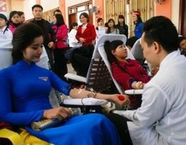 Người đẹp xứ Thanh cùng 1.000 bạn trẻ tham gia hiến máu tình nguyện