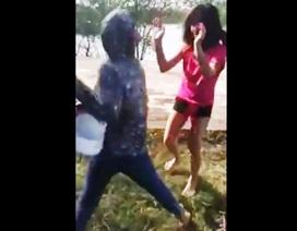Xôn xao vụ nữ sinh bị đánh hội đồng vì nói xấu nhau