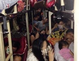80 người vật vã trên xe khách 40 chỗ