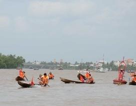 Sôi động lễ hội đua xuồng trên sông