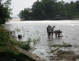 Hoảng hồn khi phát hiện xác chết nổi trên sông