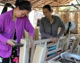 Độc đáo xứ dừa phụ nữ làm thợ mộc