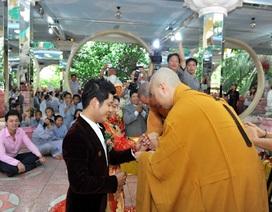 Vợ chồng Nguyễn Văn Chung lên chùa làm lễ