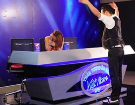 """Bật cười thí sinh Vietnam Idol """"tỏa sáng"""", Ban giám khảo """"bỏ chạy"""""""