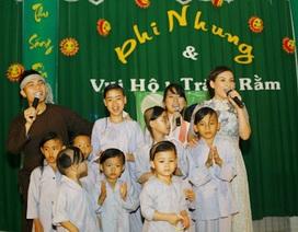 Phi Nhung tổ chức trung thu sớm cho các con