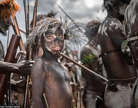 Bộ tộc ở trần sống hoang dã nhất hành tinh