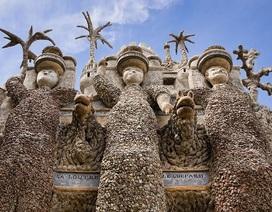 Công trình huyền thoại của người đàn ông 33 năm nhặt đá xây lâu đài